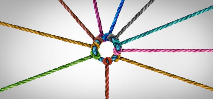 olika rep kopplade samman som en företags symbol för samarbete och arbetssamarbete